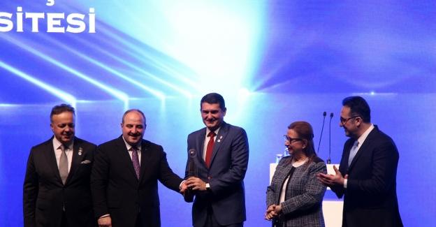 Altınbaş Üniversitesi'ne eğitimde hizmet ihracatı ödülü