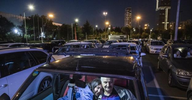 İstanbul'da arabalı açık hava sinema keyfi