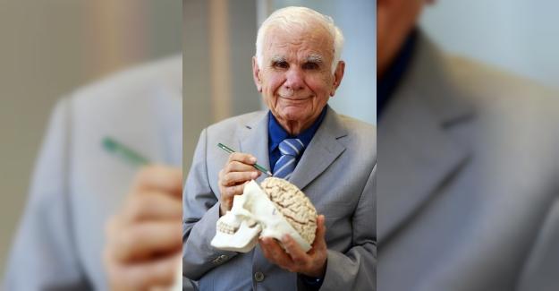 Yüzyılın cerrahı 95'inci yaşını 10 bin cerrahla kutladı