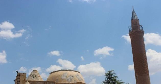 Dünya Mirası Cacabey Medresesinde Yerli Ve Yabancı Turistler İnceleme Yapıyor