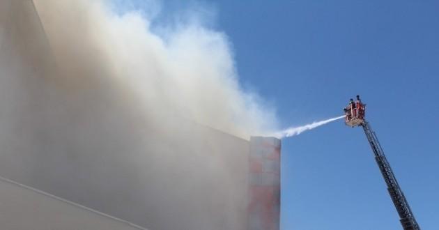 Fakülte Binasının Çatısında Yangın