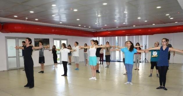Manisa'da Dünya Dansları Topluluğu Seçmeleri Başlıyor