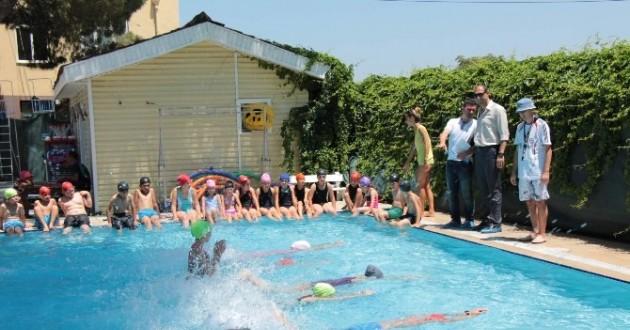 Manisa'da Yüzme, Okçuluk Ve Badminton Kurslarına Yoğun İlgi
