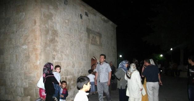 Ramazan Ayında Türbelere Ziyaretçi Akını