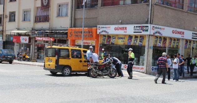 Tavşanlı'da Ticari Taksi İle Motosiklet Çarpıştı: 1 Yaralı