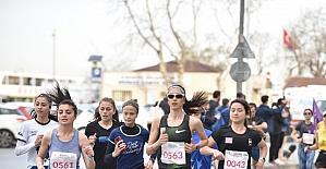 İstanbullu kadınlar Dünya Kadınlar Günü için 10 km koştu