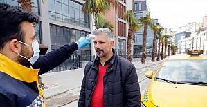 Kağıthane'deki taksicilerin ateşi ölçüldü, taksiler tek tek dezenfekte edildi