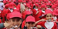 2 Bin 500 Çocukla Diş Fırçalama Rekoru Kırıldı
