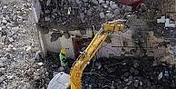 8 Tonluk İş Makinesi 8 Katlı Binanın Damında Yıkım Yaptı