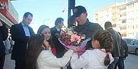 Aikido Ustası Nebi Vural Bilecikte Çocuklar Tarafından Çiçekler İle Karşılandı