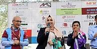 AK Partili Sena Nur Çelike Trabzon Derneğinden Forma Hediyesi
