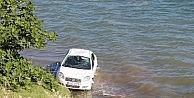 Alkollü Kadının Kullandığı Otomobil 30 Metreden Denize Uçtu