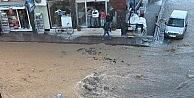 Ana Su Borusu Patladı, Caddeyi Su Bastı