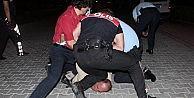Antalyada Silahlı Ve Alkollü Saldırgan Güçlükle Yakalandı