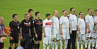 Başbakan Davutoğlu, Hüseyin Avni Aker Stadında Trabzonsporlu Eski Futbolcularla Maç Yaptı