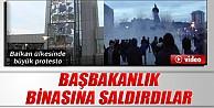 Başbakanlık binasına saldırdılar İZLE