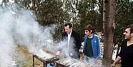 Başkan Tok, Gençlere Balık Pişirmeyi Öğretti