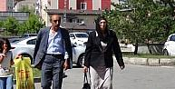 Berfo Ana'nın Kızından Adliye Önünde Oturma Eylemi