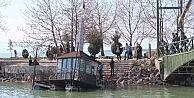 Beyşehir Gölündeki Yüzer Çay Ocağı Karaya Çıkarıldı