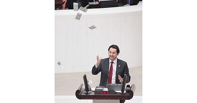 Chp'li Vekil Meclis'te Euroları Havaya Saçtı