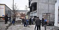 CİZREDEKİ HENDEKLER KAPATILMAYA BAŞLANDI