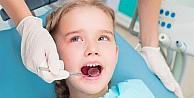 """Diş Muayenesi Öncesi Çocuklara """"korkma, Acımayacak"""" Demek Bilinçaltını Etkiliyor"""