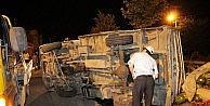 Diyarbakırda Karpuz Taşıyan Kamyonet Devrildi:3 Yaralı