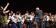 Doğuş Çocuk Senfoni Orkestrasının Onuncu Yıl Konserine Ünlüler Çocuklarıyla Katıldı