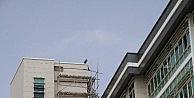 Elektrik Borcunu Ödeyemediğini İddia Eden Şahıs, Binaya Çıkıp Atlamak İstedi