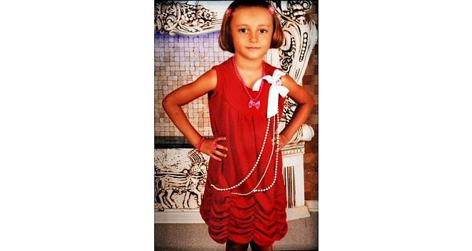 Enkaz Altında Kalan Küçük Kız Toprağa Verildi