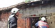 Evin Deposunda Çıkan Yangını Komşuları Haber Verdi