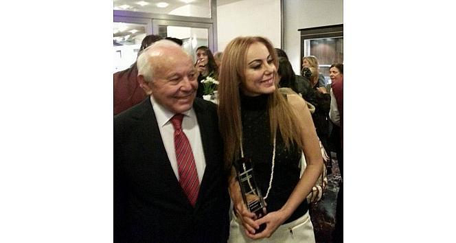İşçi Babanın Tiyatrocu Kızı Baykal Saran Ödülünü Kazandı
