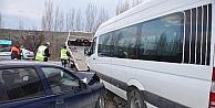 İşçi Servisi İle Otomobil Çarpıştı: 14 Yaralı