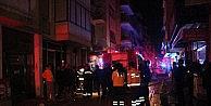 İzmir'de 4 Katlı Binanın, Alt Katında Çikan Yangında 1 Kişi Öldü