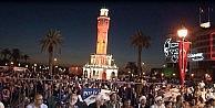 İzmirde Binler Kadir Gecesinde Aynı Safta Namaza Durdu