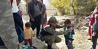Jandarma, Köy Çocuklarina Kazak Dağıttı