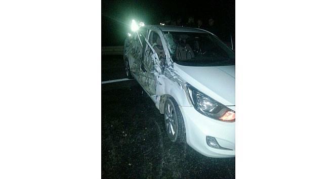 Kamyon İle Otomobil Çarpişti: 4 Yaralı