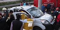 Kontrolden Çikan Araç Elektrik Direğine Çarpti: 4 Yaralı