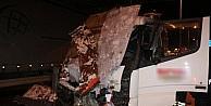 Kontrolden Çikan Süt Tankeri Reklam Panolarına Girdi: 1 Yaralı