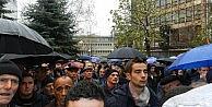Kosova Kurtuluş Ordusu Gazileri Üniversite Rektörünü Protesto Etti