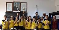 Köy Okulundaki Kız Öğrencilerin Hentbol Başarısı