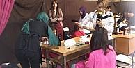 Köy Okulundaki Öğrenciler İlk Defa Saçlarını Kuaföre Kestirdi