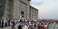 Kur'an Kursu İnşaatı Önünde İftar Yemeği