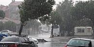 Lapseki'de Şiddetli Yağış Hayatı Olumsuz Etkiledi