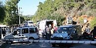 Marmaris'te Kavşakta 3 Araç Birbirine Girdi: 2 Yaralı