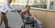 Merdivenden Düşen Adam Yaralandı
