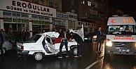 Minibüs İle Otomobil Çarpişti: 1 Yaralı