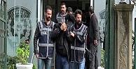 """Muslukçuluk"""" Yöntemiyle Camilerde Hırsızlık Yapan Aile Kameralara Yakalandı"""