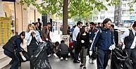 Öğrenciler Farkındalık Oluşturmak İçin Çöp Topladı