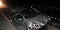 Otomobil 3 Metre Havalanıp Elektrik Direğine Çarpti